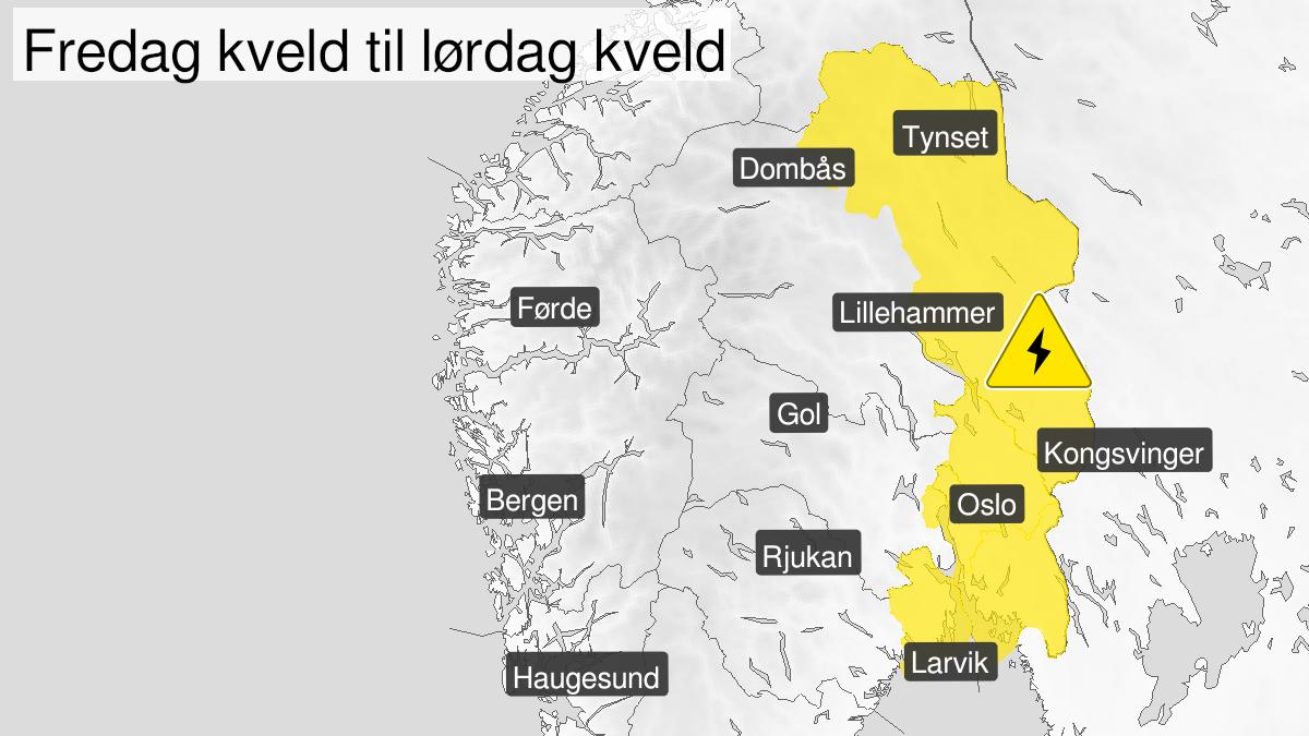 Map of frequent lightning, yellow level, Vestfold, Oestfold, Oslo and Akershus and Hedmark, 30 July 20:00 UTC to 31 July 16:00 UTC.